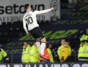 Tom-Lawrence flying